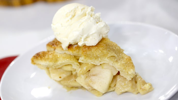Gesine Bullock-Prado makes caramel apple pie