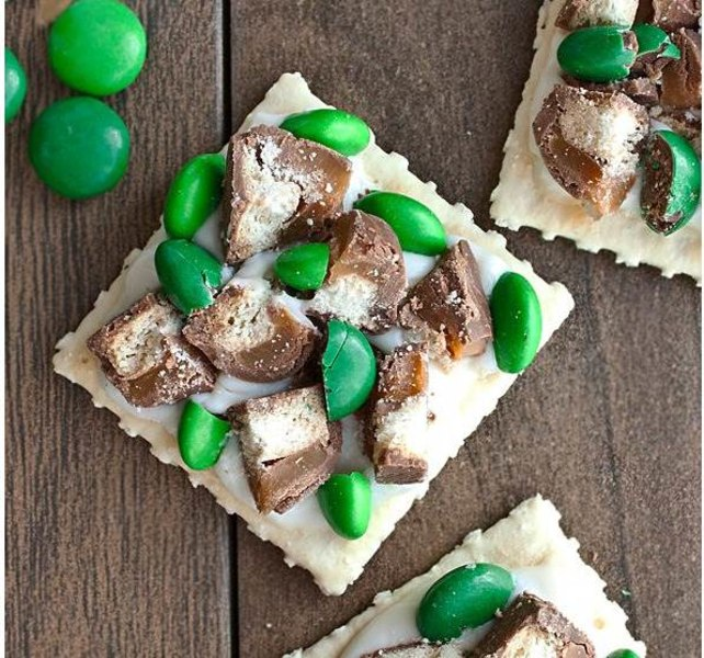 St. Patrick's Day candy and cracker bites by Cake Whiz