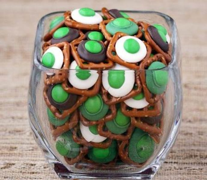 St. Patrick's Day quick and easy pretzel bites by Love From the Kitchen