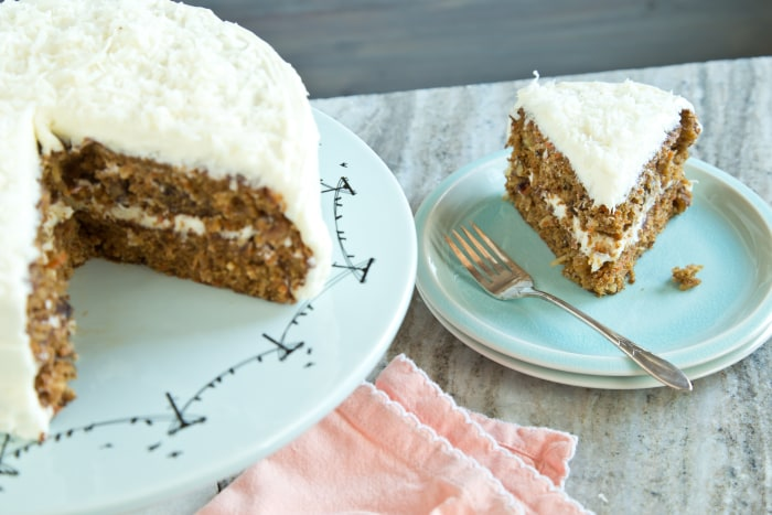 How to make carrot cake with cream cheese frosting