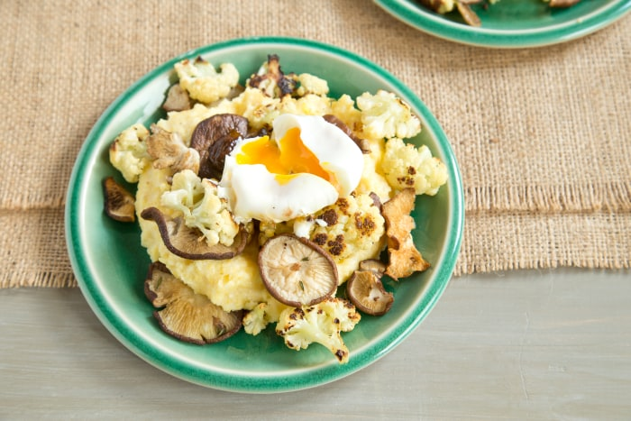 Vegetarian dinner or brunch: Creamy polenta with roasted cauliflower and poached egg