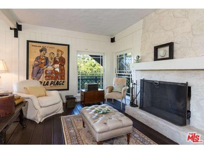 Rent brooke shields 39 home and ben affleck jennifer garner for Living room today