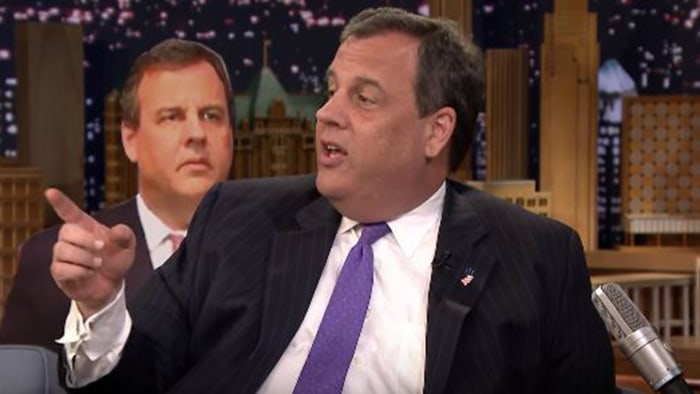 Watch Chris Christie Explain His Awkward 'Hostage' Face on Jimmy Fallon
