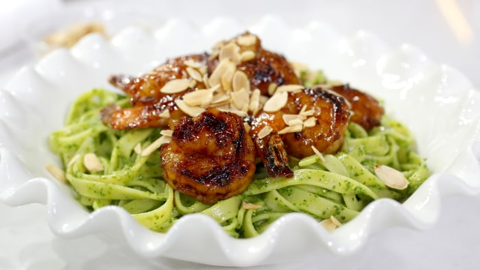 Chef Carolina Santos-Neves cooks up smoke shrimp linguine with kale pesto