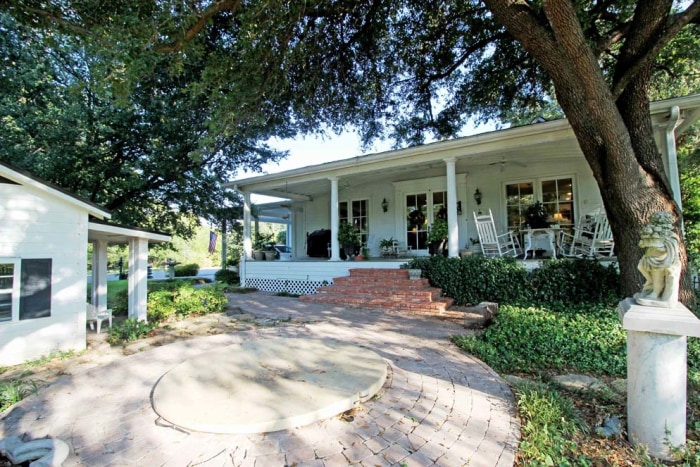 Chip And Joanna Gaines Of Fixer Upper Buy Texas Home Today Com
