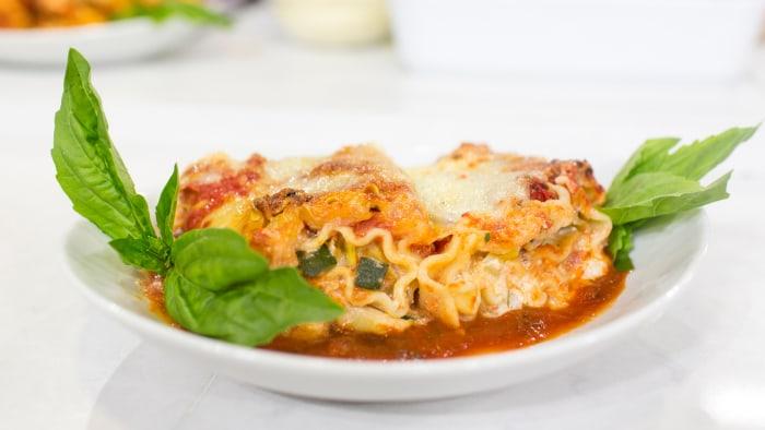 Katie Lee cooks up delicious vegetarian lasagna rolls