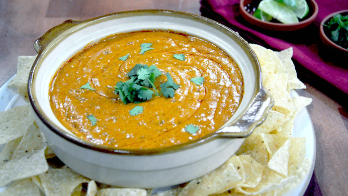 Siri Daly makes queso dip inspired by one of her favorite dishes at Chili's