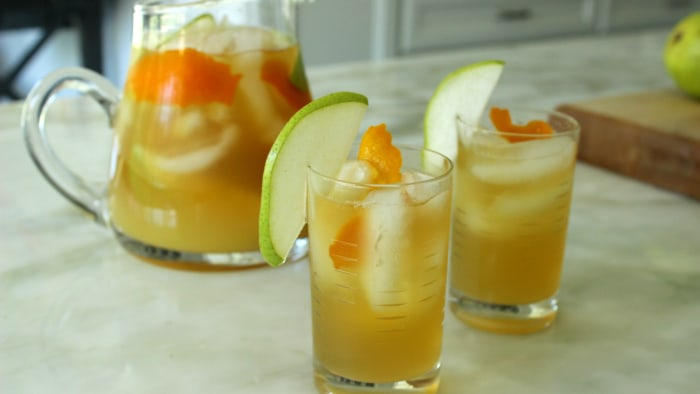 Big batch green tea vodka and pear punch for Mixed drinks with green tea