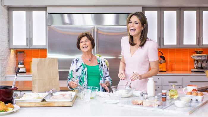 "Savannah Guthrie and her mother cook up fried chicken, ""Kentucky Wonder"" green beans with bacon, cheesy spoon bread and spiced smashed apples"