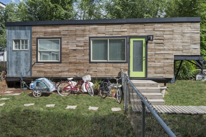 See how a family of 4 lives in a 196 square foot house - The mobile little house the shortest way to freedom ...