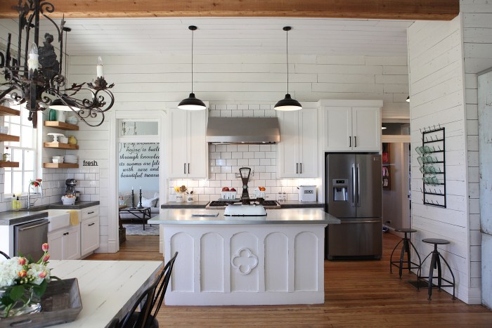 Chip and joanna gaines 39 fixer upper 39 home tour in waco for Kitchen ideas joanna gaines