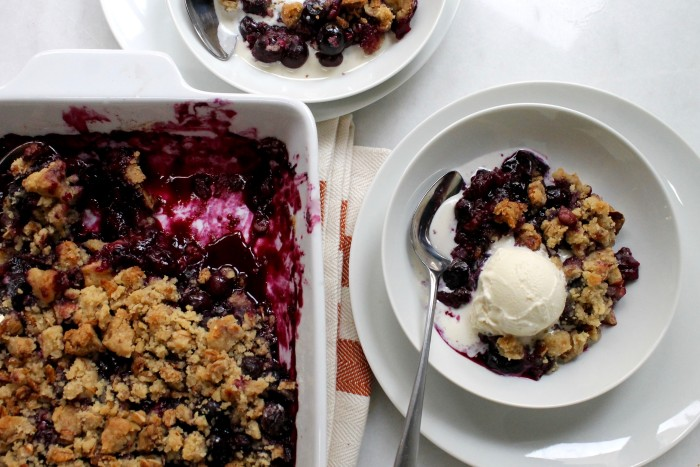 Easy 5-Ingredient Blueberry Crisp