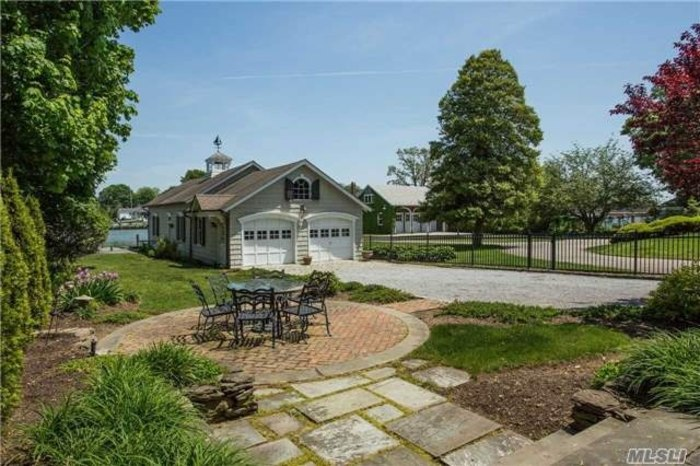 The 39 amityville horror 39 home is for sale here are the for Zillow new york office