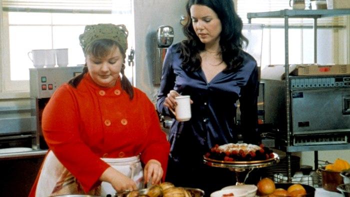 melissa mccarthy returns as sookie on gilmore girls set
