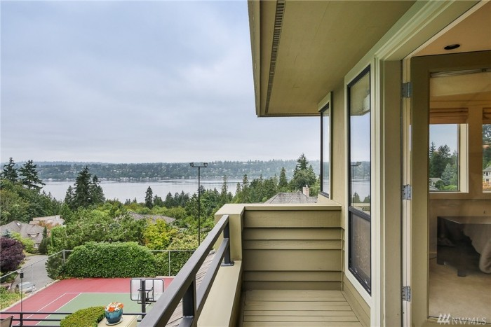 Olympian hope solo is selling her washington home see for 88 salon kirkland
