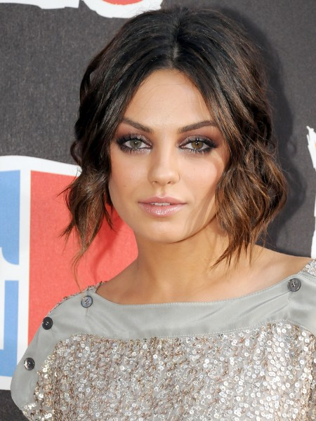 mila kunis rocks a faux bob at bad moms premiere   today