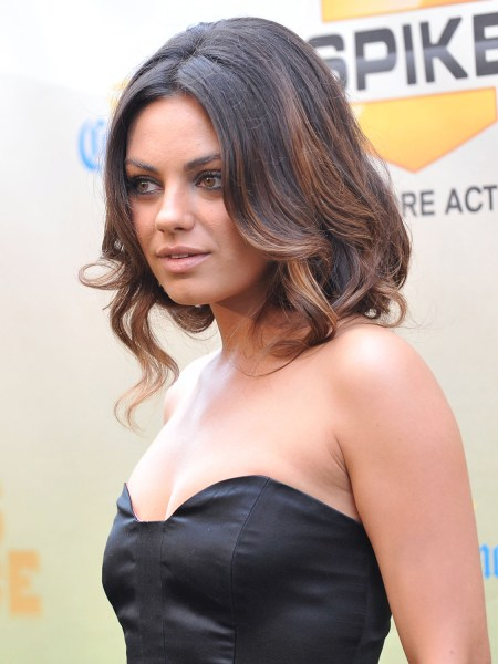 Mila Kunis Rocks A Faux Bob At Bad Moms Premiere TODAYcom