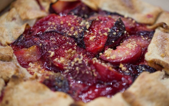 Delicious and easy plum tart