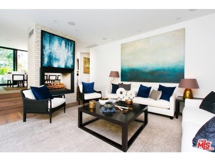 Kendall jenner buys emily blut and john krasinki 39 s home for Living room today