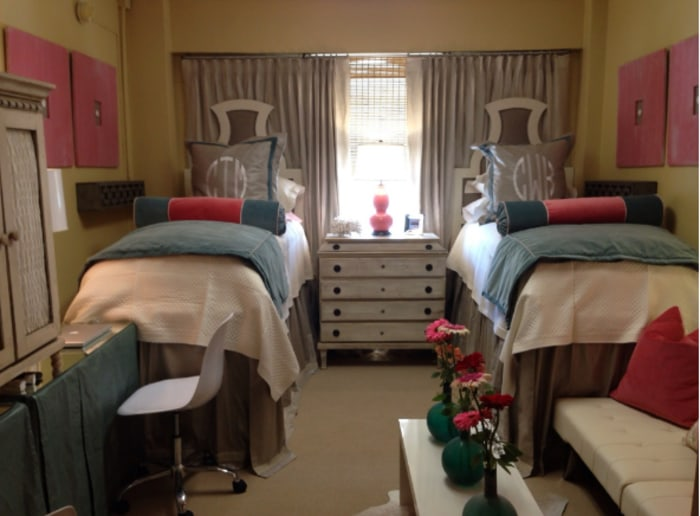 Ole miss dorm room goes viral with amazing design makeover for Design your dorm room layout