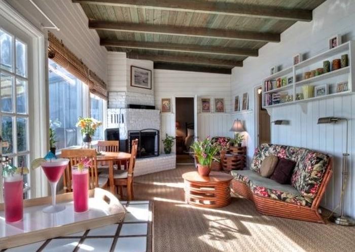 39 brady bunch 39 star eve plumb sells malibu home see for Living room today
