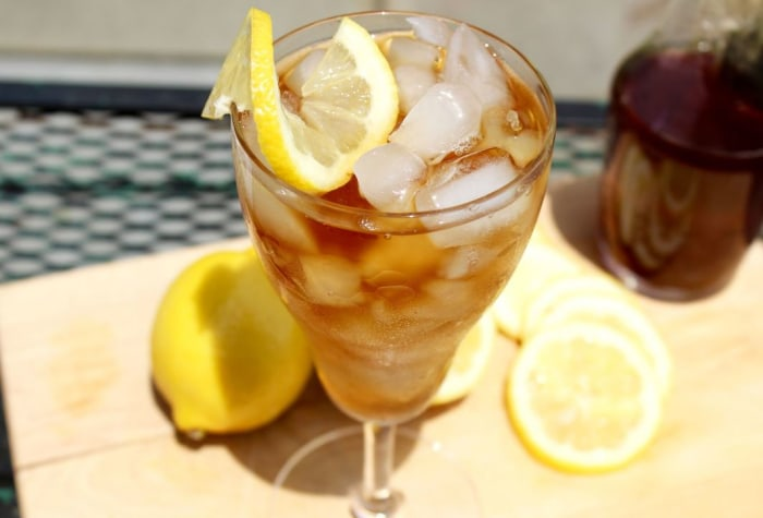 Big-batch sweet tea cocktail