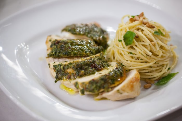 Pesto-glazed chicken breasts with spaghetti