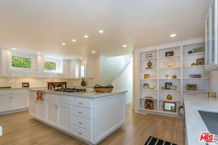 Nate berkus and jeremiah brent are selling their la home Nate berkus kitchen design