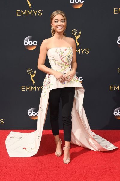 http://media3.s-nbcnews.com/j/newscms/2016_37/1159049/emmy-awards-red-carpet-sarah-hyland_7ee25eb04bdf3599ef951ee7634bda3a.today-inline-large.jpg