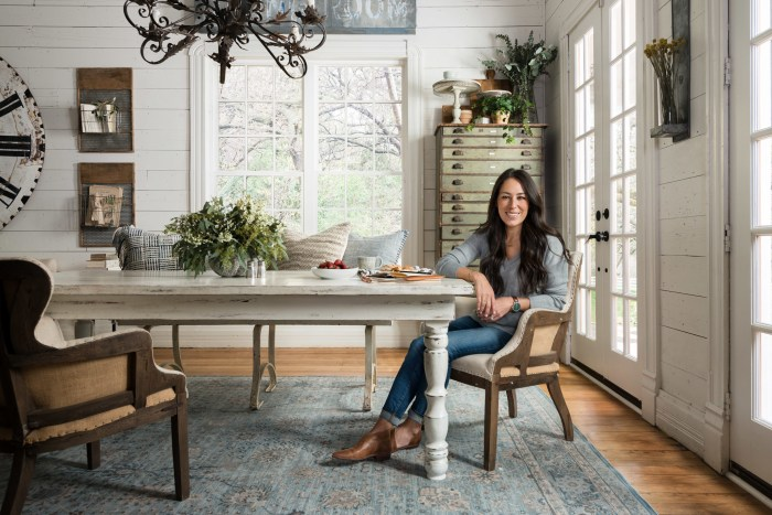 'Fixer Upper's' Joanna Gaines launches rug line for Loloi