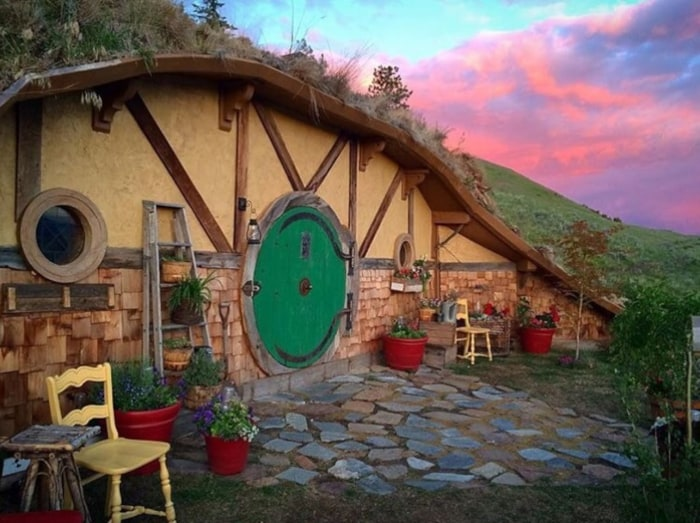 Hobbit Hole Airbnb tiny house Washington state - TODAY.com