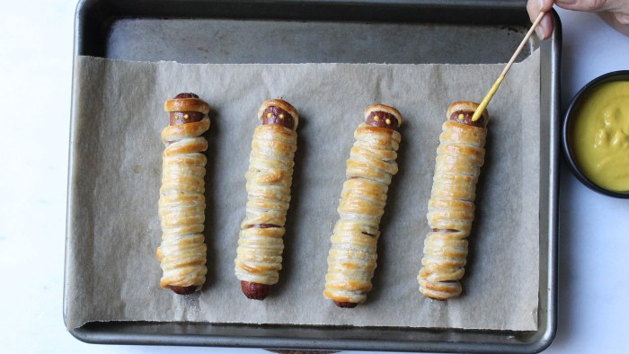 Yummy mummies for a Halloween party snack