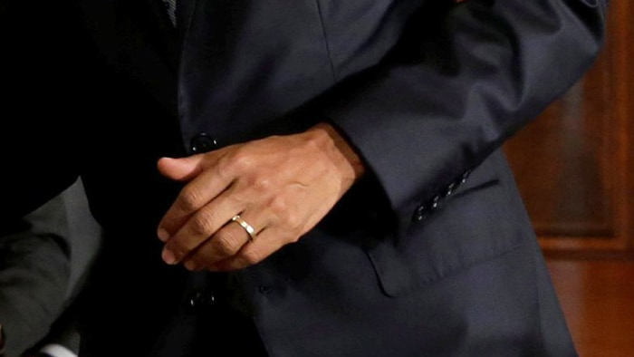 president obama slips his wedding ring before shaking