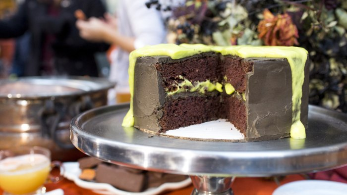 Siri-Dali: Last-minute Halloween party treats: Sherbet punch, slime cake, Butterfingers