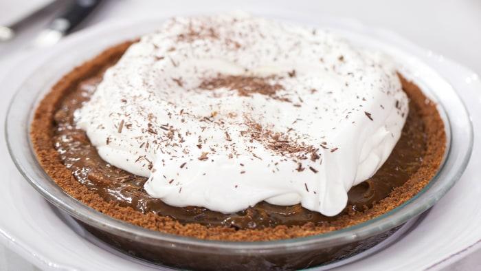Giada's make ahead Chocolate Caramel Crunch PieTODAY, November 22nd 2016.