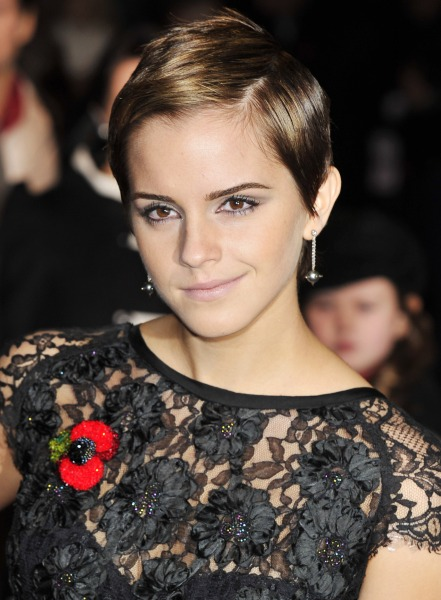 Emma Watson S Hair Is Now A Dark Brown Color See The
