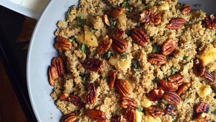 Spiced Quinoa with Apples and Quinoa