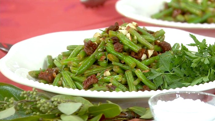 Katie Lee's Crisp Green Beans with Sun-Dried TomatoesNovember 24th 2016.