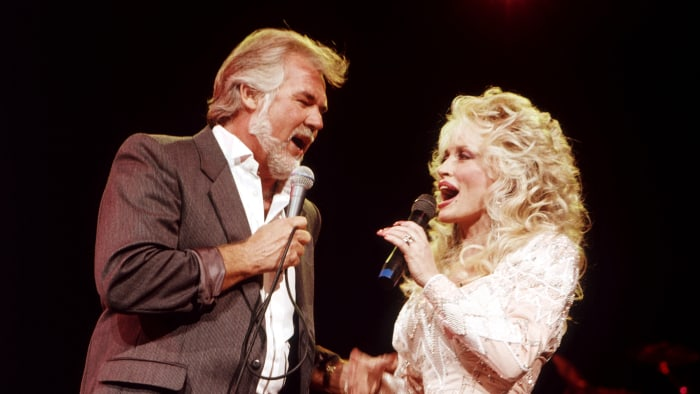 Dolly Parton And Kenny Rogers Reunite For Islands In The