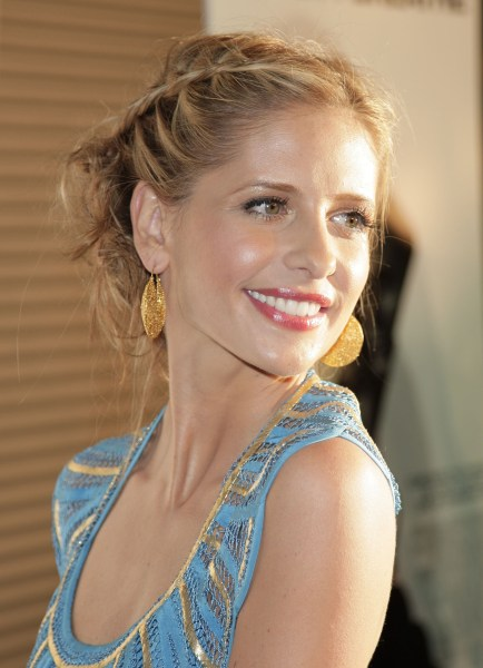 Sarah Michelle Gellar Debuts New Bangs On Instagram