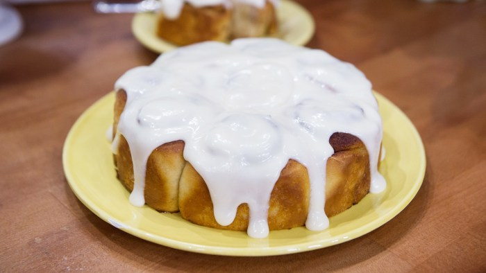 Banana Bread Cinnamon Rolls with Cream Cheese Glaze