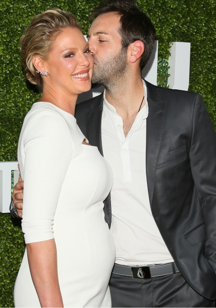 Singer Josh Kelley on Meeting His Wife of 10 Years Katherine Heigl: 'Got her for $20,000' (kiss)