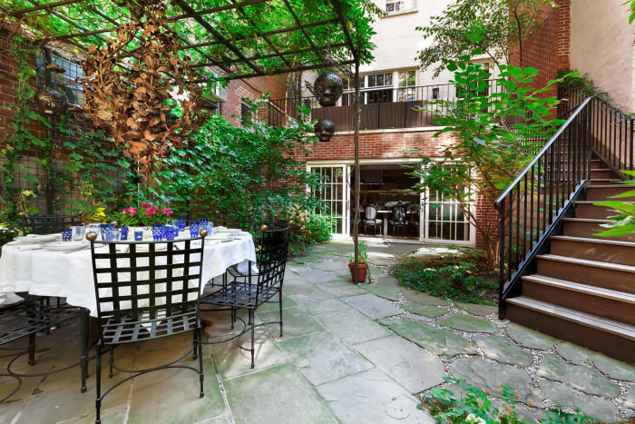 Meryl Streep House meryl streep's 172-year-old former home has everything we'd ever