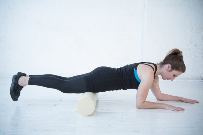 3 stretches to alleviate knee pain for Floor quad stretch