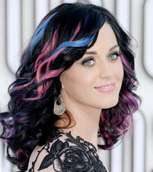 [Image: katy-perry-hair-2010-mtv-today-170207-02...-large.jpg]
