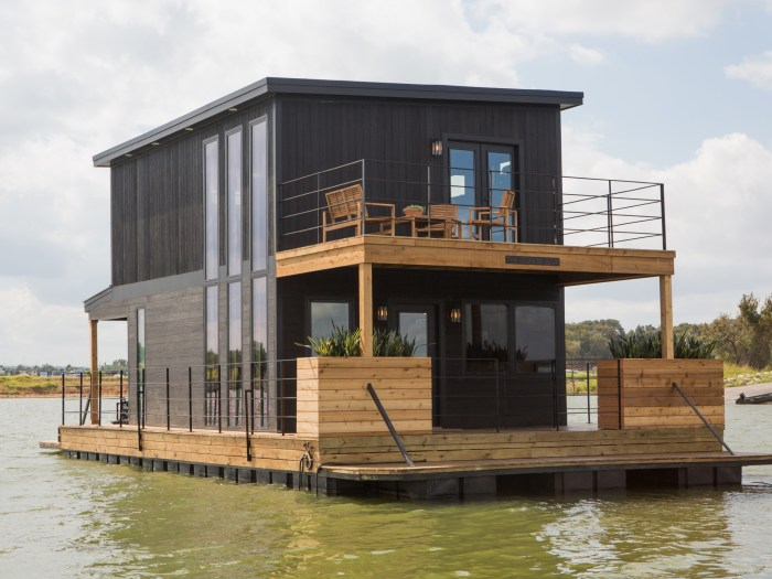 Chip And Joanna Gaines Fix Up A Rundown Houseboat TODAYcom