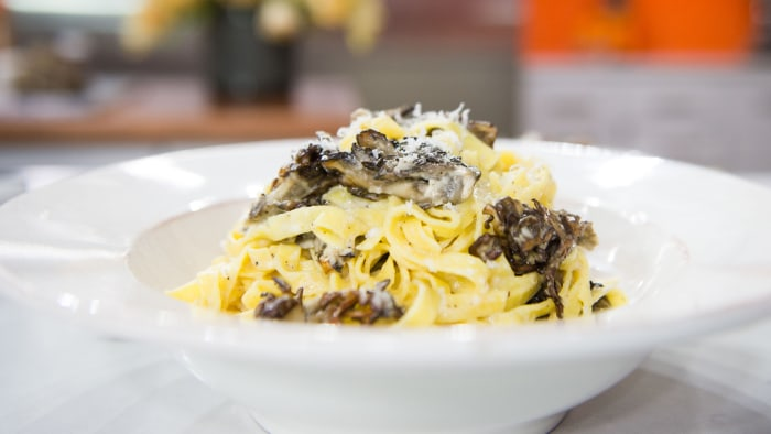 Cacio e Pepe Pasta with Roasted Mushrooms