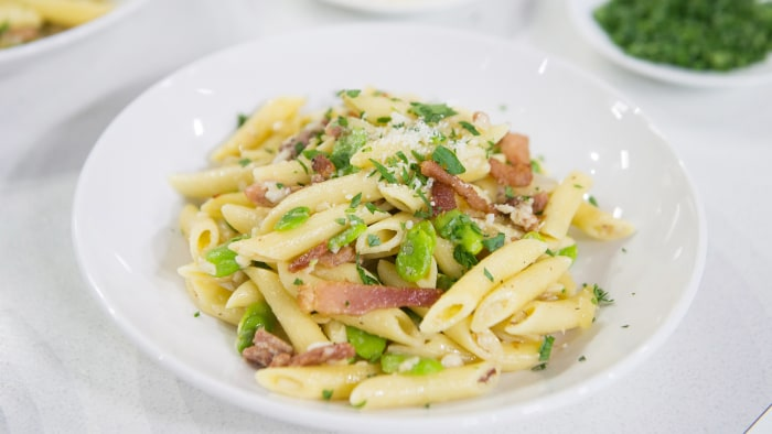 Pasta with Ham and Fava Beans (Pasta alla Gricia)