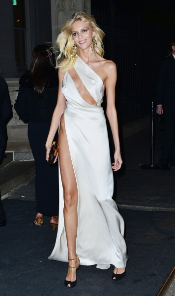 Are Hip Bones The New Cleavage  Kendall Jenner  Bella