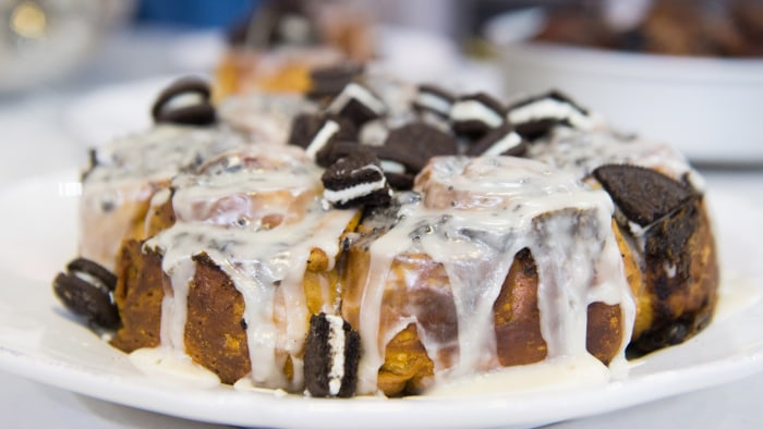 Cookies and Cream Cinnamon Rolls Recipe